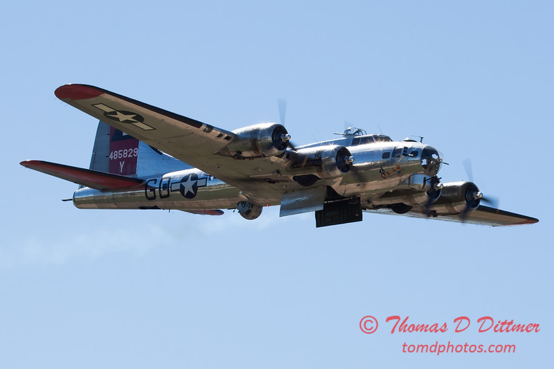 542 - B17 Flying Fortress Fly By at the South East Iowa Air Show in Burlington Iowa