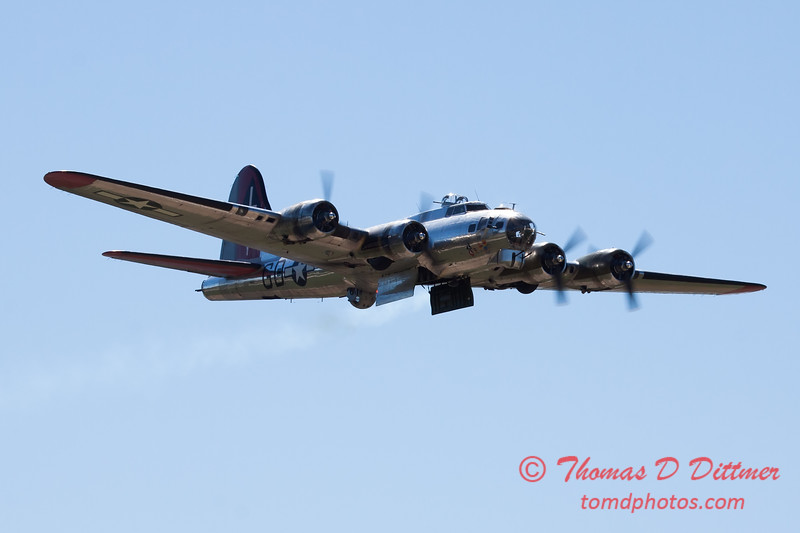 540 - B17 Flying Fortress Fly By at the South East Iowa Air Show in Burlington Iowa
