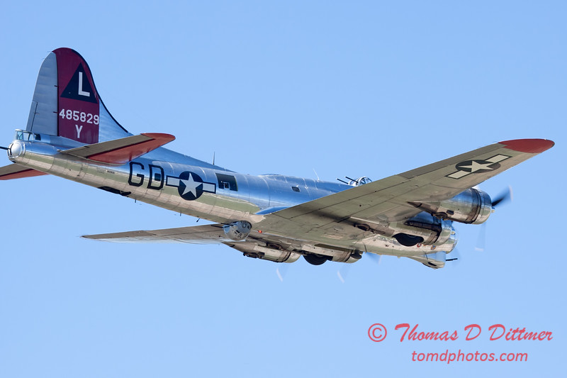 572 - B17 Flying Fortress Fly By at the South East Iowa Air Show in Burlington Iowa