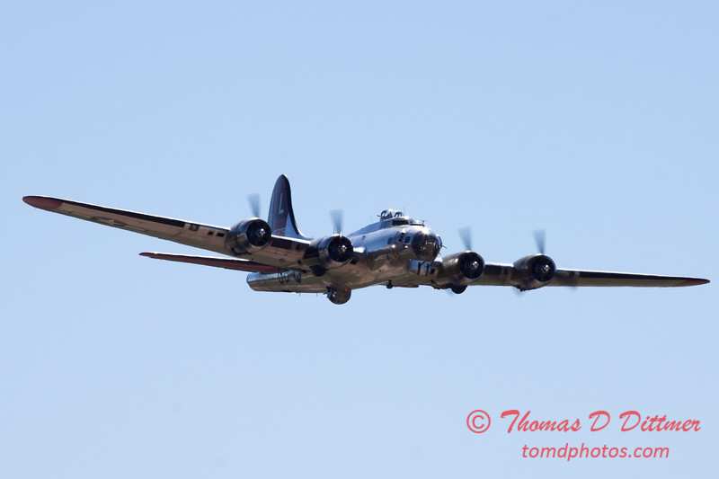 565 - B17 Flying Fortress Fly By at the South East Iowa Air Show in Burlington Iowa
