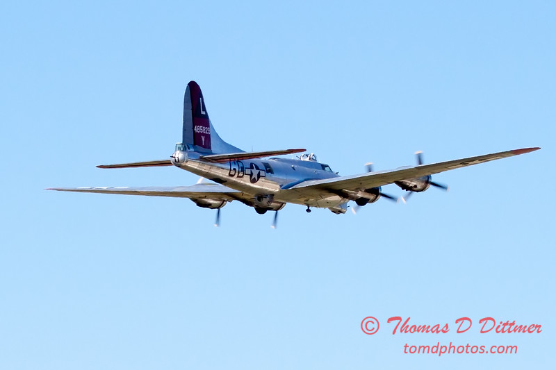 510 - B17 Flying Fortress Fly By at the South East Iowa Air Show in Burlington Iowa