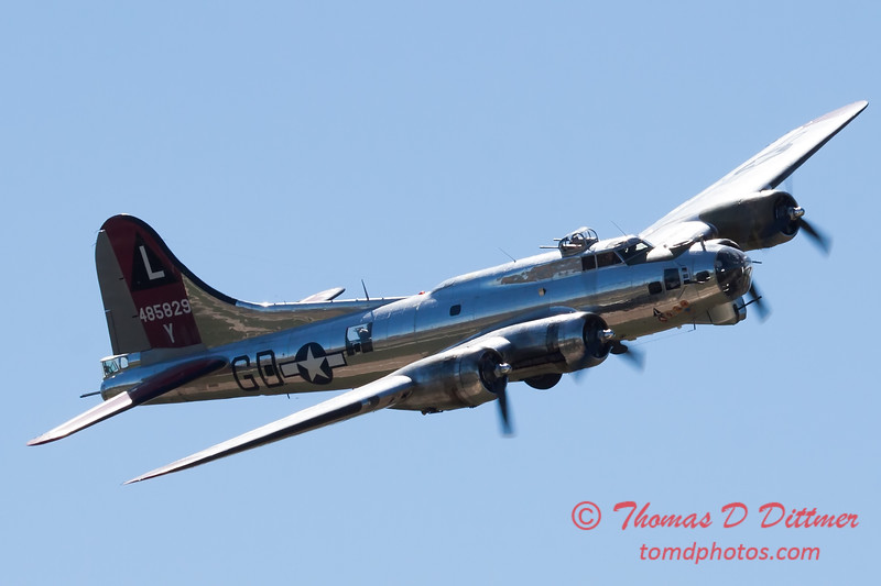 596 - B17 Flying Fortress Fly By at the South East Iowa Air Show in Burlington Iowa