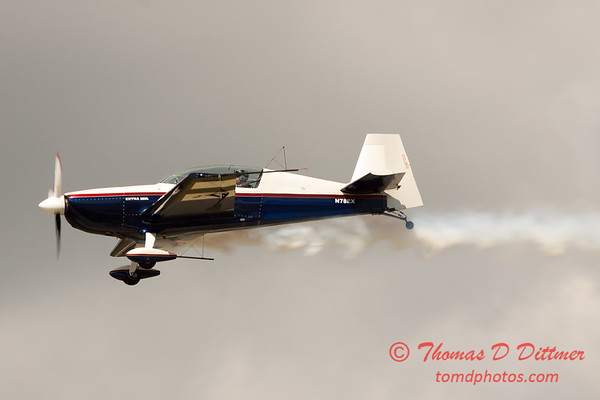 602 - Michael Vaknin in his Extra 300 perform at Wings over Waukegan 2012