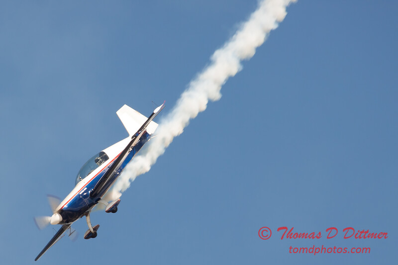 566 - Michael Vaknin in his Extra 300 perform at Wings over Waukegan 2012