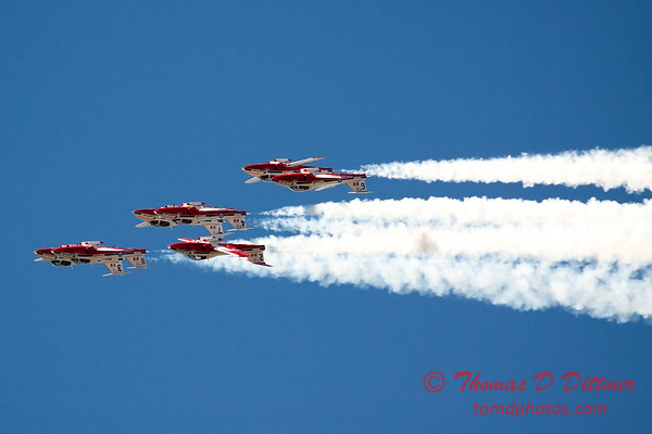 1550 - The RCAF Snowbirds performance at Wings over Waukegan 2012