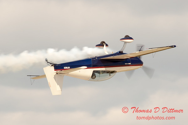 578 - Michael Vaknin in his Extra 300 perform at Wings over Waukegan 2012