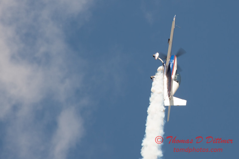 582 - Michael Vaknin in his Extra 300 perform at Wings over Waukegan 2012