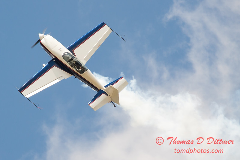 668 - Michael Vaknin in his Extra 300 performs at Wings over Waukegan 2012