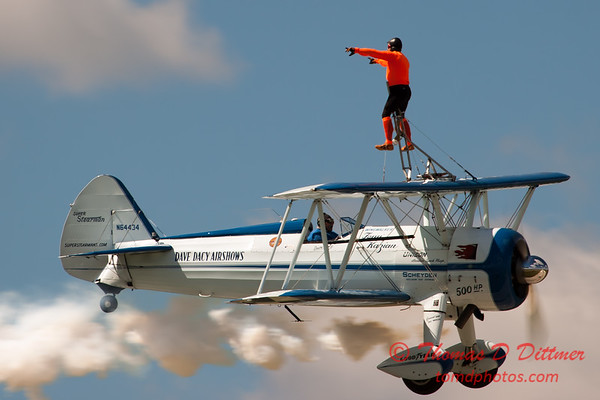 1029 - Wingwalker Tony Kazian and Dave Dacy perform at Wings over Waukegan 2012