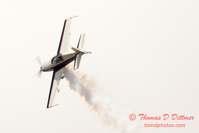 630 - Michael Vaknin in his Extra 300 performs at Wings over Waukegan 2012