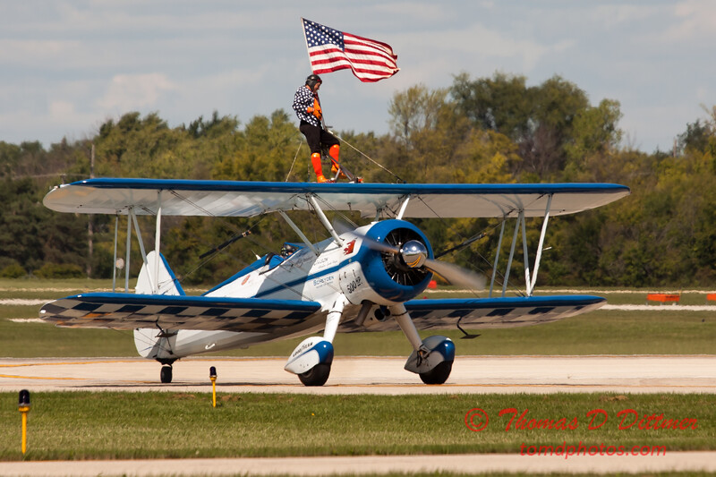 1065 - Wingwalker Tony Kazian and Dave Dacy perform at Wings over Waukegan 2012
