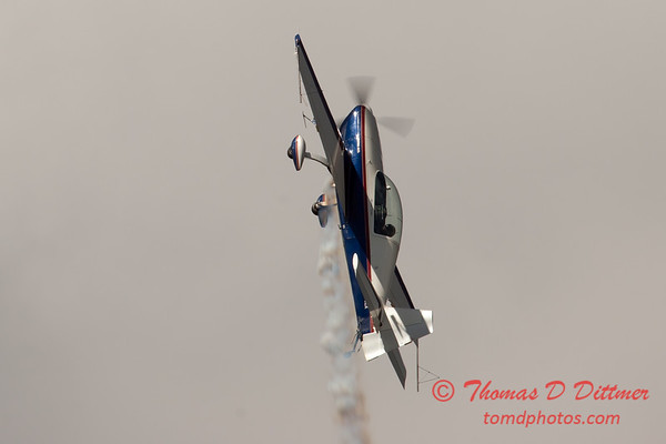 541 - Michael Vaknin in his Extra 300 perform at Wings over Waukegan 2012