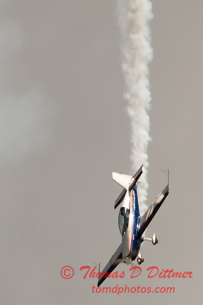 538 - Michael Vaknin in his Extra 300 perform at Wings over Waukegan 2012