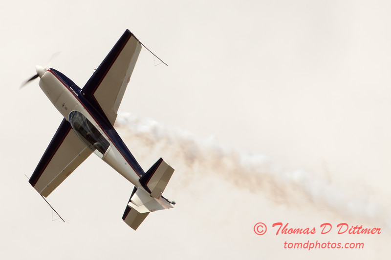 573 - Michael Vaknin in his Extra 300 perform at Wings over Waukegan 2012
