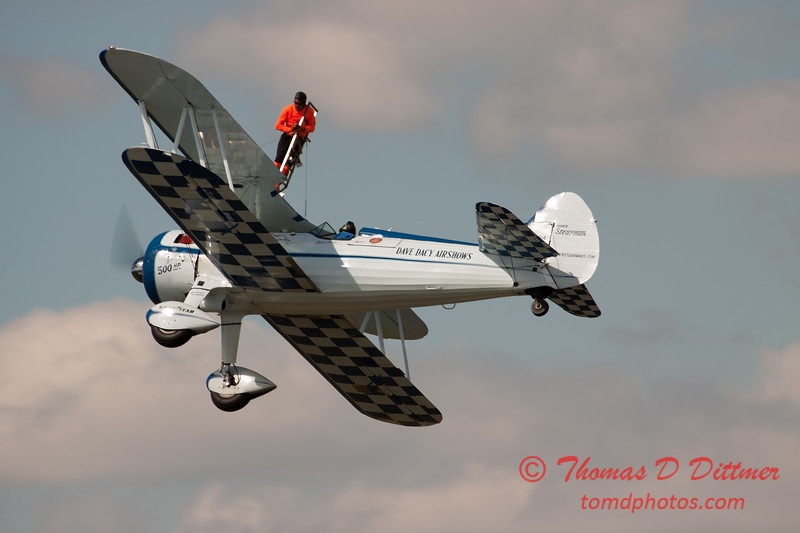 1035 - Wingwalker Tony Kazian and Dave Dacy perform at Wings over Waukegan 2012