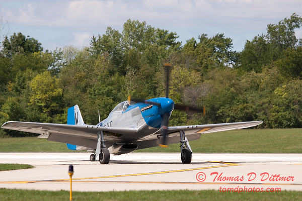 940 - Vlado Lenoch and his P-51 returns to earth at Wings over Waukegan 2012
