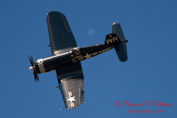 1136 - F4U Corsair performing at Wings over Waukegan 2012