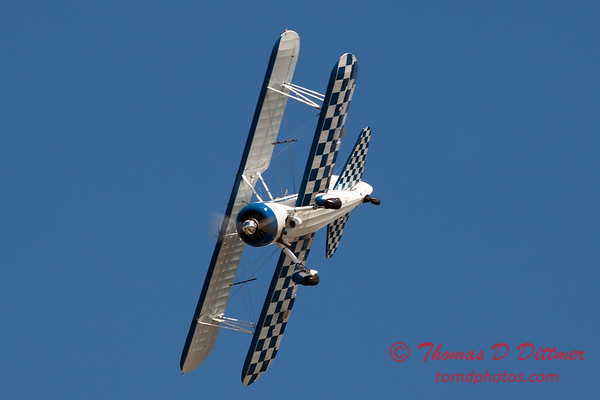 177 - Dave Dacy and his Boeing PT-17 Stearman perform at Wings over Waukegan 2012