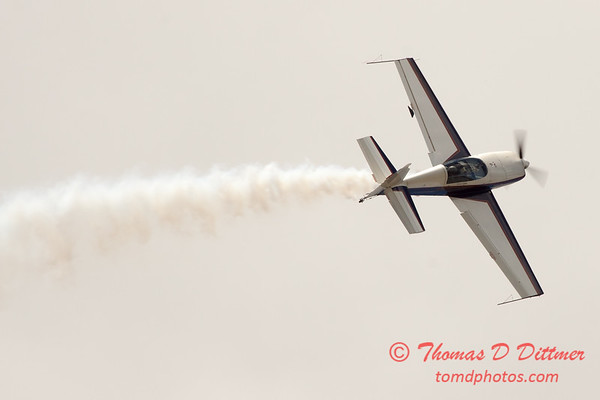 599 - Michael Vaknin in his Extra 300 perform at Wings over Waukegan 2012