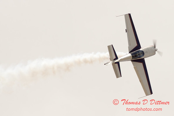 598 - Michael Vaknin in his Extra 300 perform at Wings over Waukegan 2012