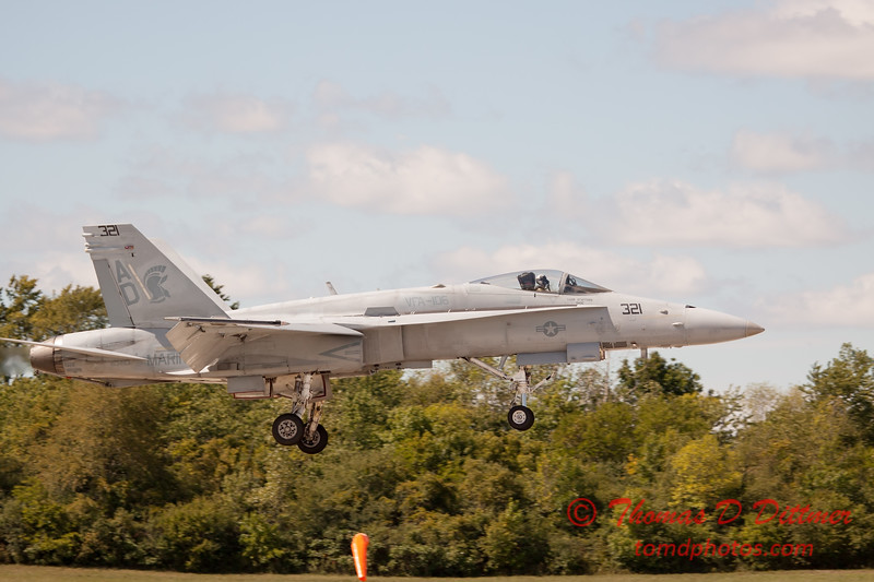 1266 - VFA 106 Hornet East F/A-18 performing at Wings over Waukegan 2012