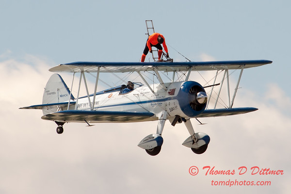 1037 - Wingwalker Tony Kazian and Dave Dacy perform at Wings over Waukegan 2012