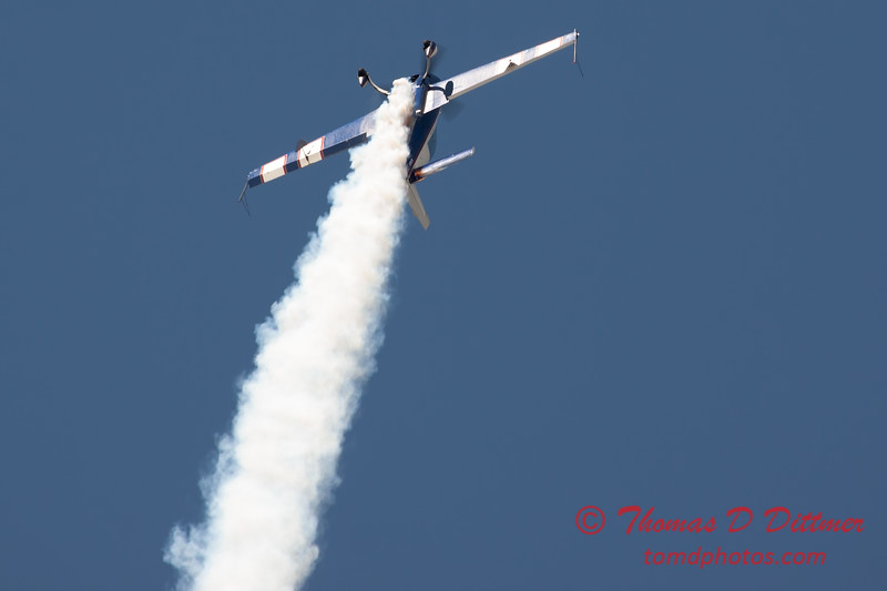 547 - Michael Vaknin in his Extra 300 perform at Wings over Waukegan 2012