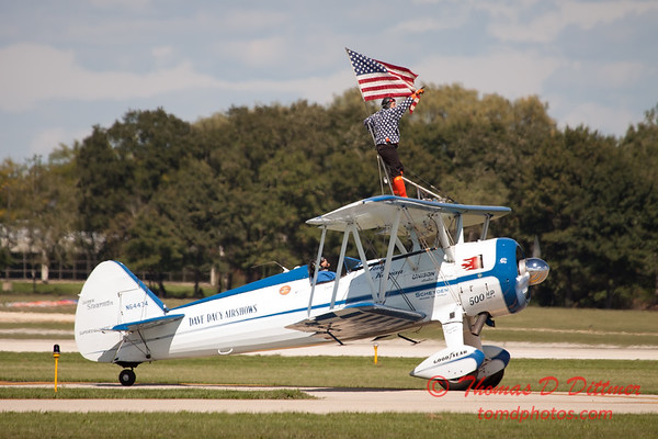 1068 - Wingwalker Tony Kazian and Dave Dacy perform at Wings over Waukegan 2012