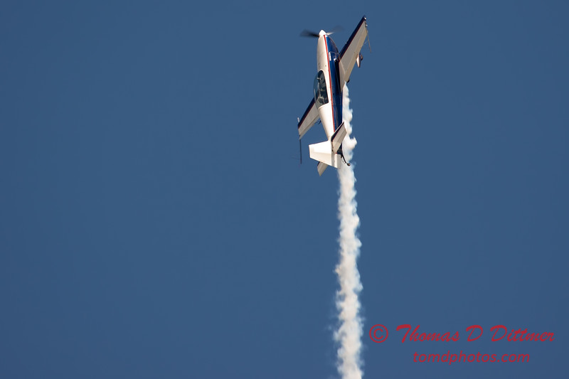 522 - Michael Vaknin in his Extra 300 perform at Wings over Waukegan 2012