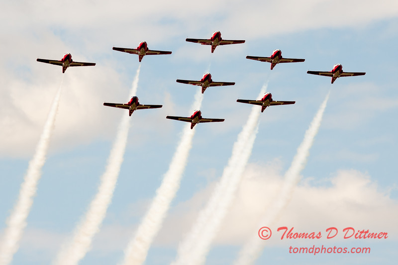 1735 - The RCAF Snowbirds performance at Wings over Waukegan 2012