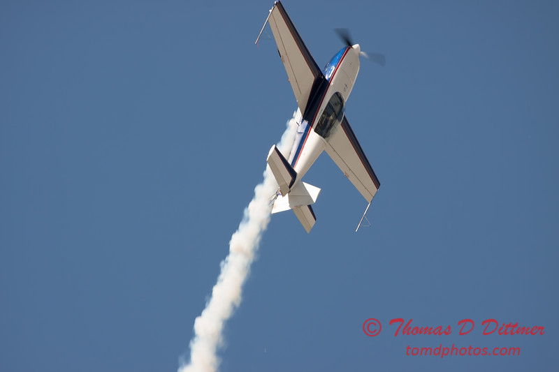 593 - Michael Vaknin in his Extra 300 perform at Wings over Waukegan 2012
