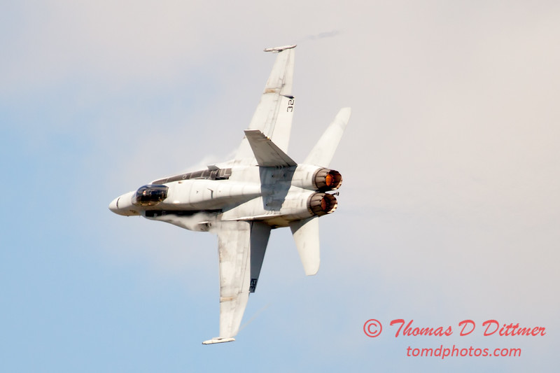 1221 - VFA 106 Hornet East F/A-18 performing at Wings over Waukegan 2012