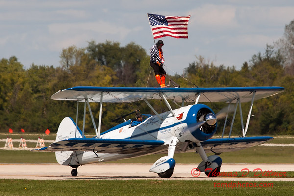 1066 - Wingwalker Tony Kazian and Dave Dacy perform at Wings over Waukegan 2012
