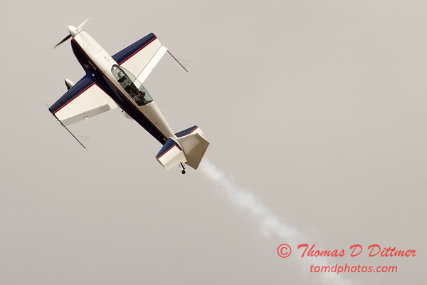 671 - Michael Vaknin in his Extra 300 performs at Wings over Waukegan 2012