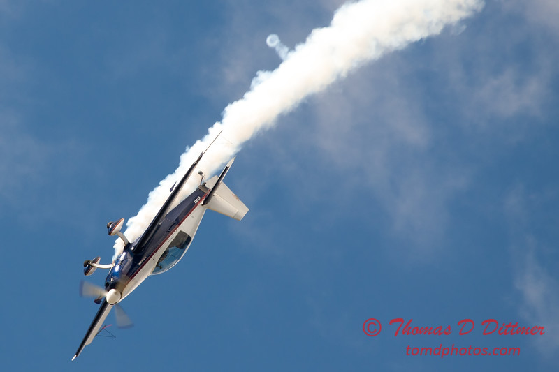 644 - Michael Vaknin in his Extra 300 performs at Wings over Waukegan 2012