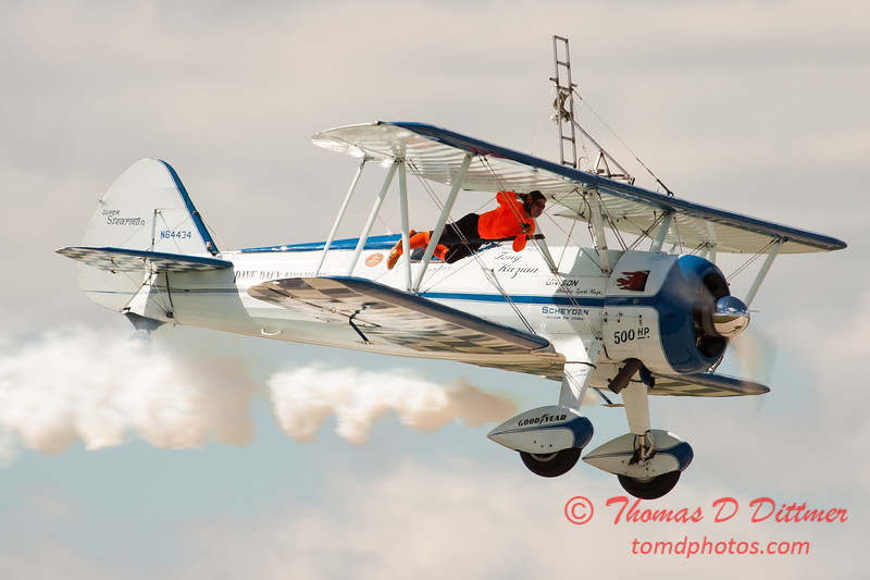 1055 - Wingwalker Tony Kazian and Dave Dacy perform at Wings over Waukegan 2012