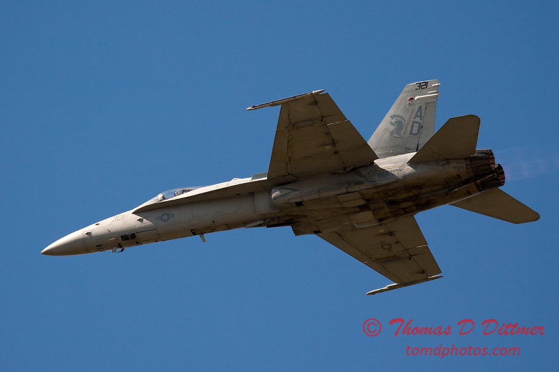 1258 - VFA 106 Hornet East F/A-18 performing at Wings over Waukegan 2012
