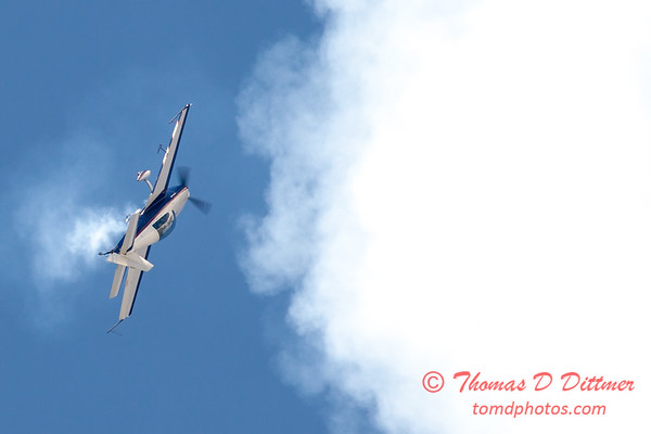 556 - Michael Vaknin in his Extra 300 perform at Wings over Waukegan 2012
