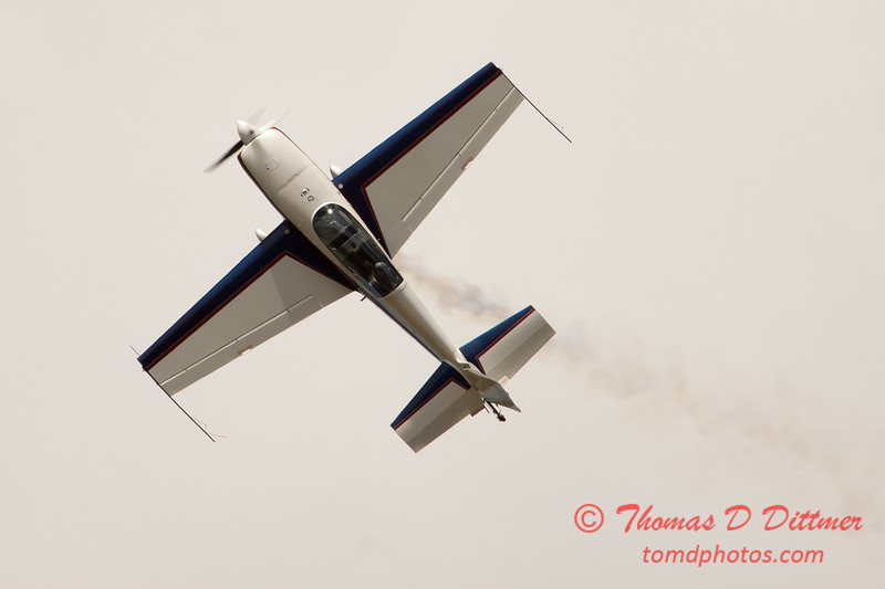 673 - Michael Vaknin in his Extra 300 performs at Wings over Waukegan 2012