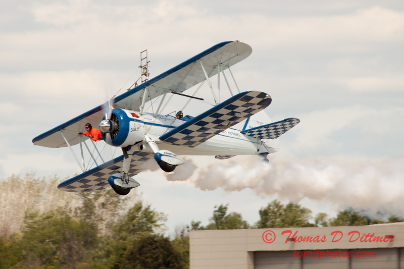 952 - Wingwalker Tony Kazian and Dave Dacy perform at Wings over Waukegan 2012