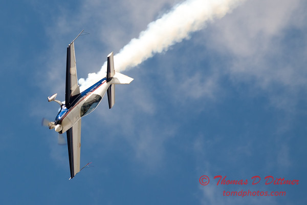 643 - Michael Vaknin in his Extra 300 performs at Wings over Waukegan 2012