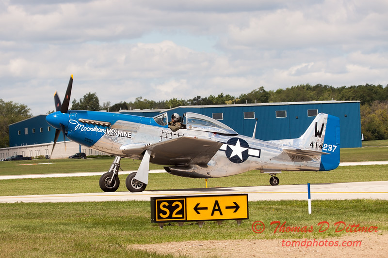 612 - Vlado Lenoch in his P-51 Mustang taxies for departure at Wings over Waukegan 2012