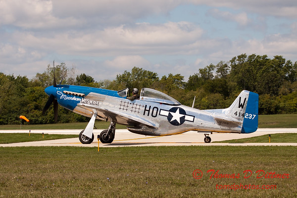 620 - Vlado Lenoch in his P-51 Mustang taxies for departure at Wings over Waukegan 2012