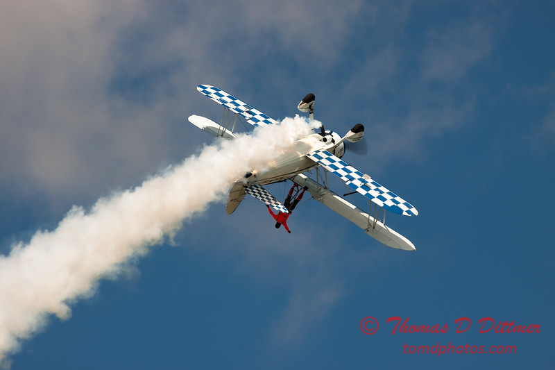 1004 - Wingwalker Tony Kazian and Dave Dacy perform at Wings over Waukegan 2012
