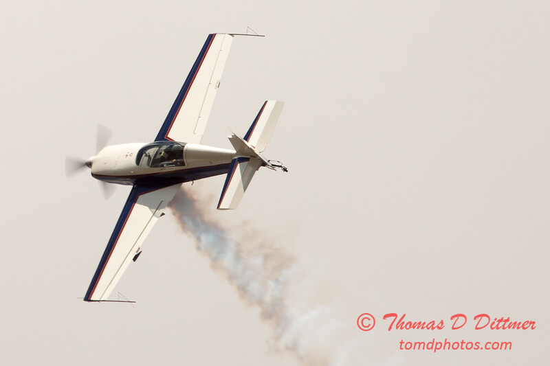 629 - Michael Vaknin in his Extra 300 performs at Wings over Waukegan 2012