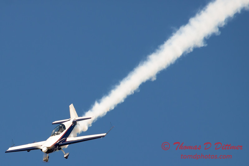 587 - Michael Vaknin in his Extra 300 perform at Wings over Waukegan 2012