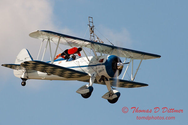 959 - Wingwalker Tony Kazian and Dave Dacy perform at Wings over Waukegan 2012