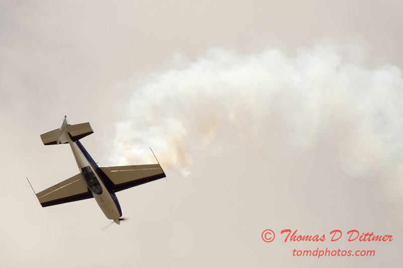 633 - Michael Vaknin in his Extra 300 performs at Wings over Waukegan 2012