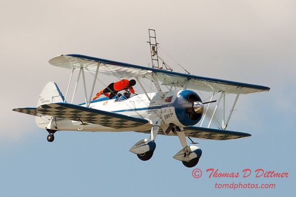 957 - Wingwalker Tony Kazian and Dave Dacy perform at Wings over Waukegan 2012