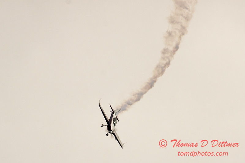 509 - Michael Vaknin in his Extra 300 perform at Wings over Waukegan 2012